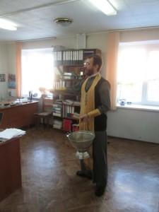 03 Иерей Михаил Соловьев посетил пожарную станцию №23 МЧС